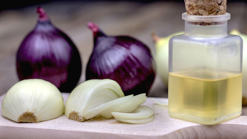 onion-Juce-home-remedies-for-hair-fall-and-dandruff